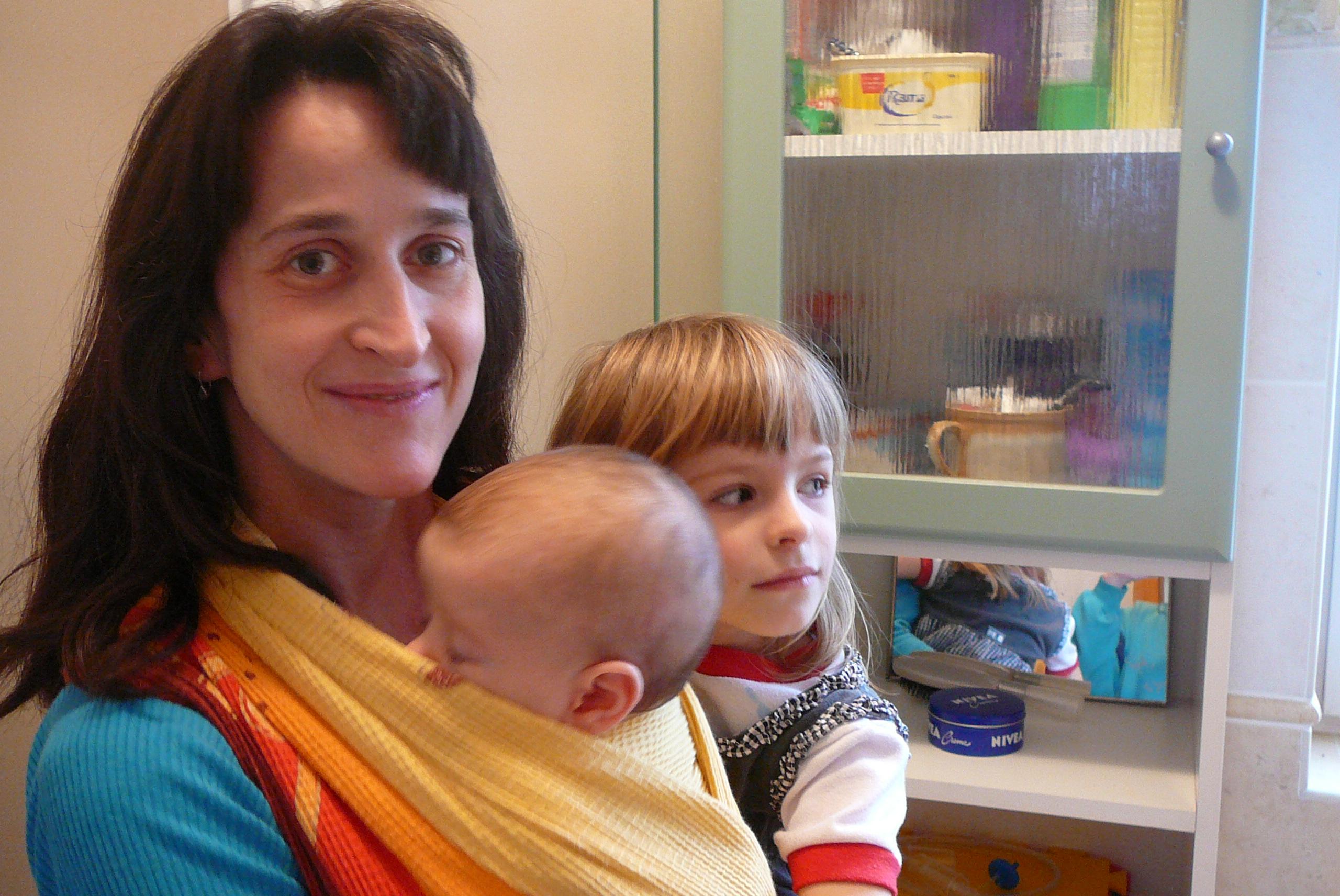 Nošení miminka v šátku